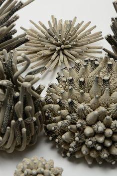 Sculptures Sculpture Textile, Art Textile, Sculpture Art, Ceramic Flowers, Glass Flowers, Ceramic Pottery, Ceramic Art, Biscuit, Art Corner