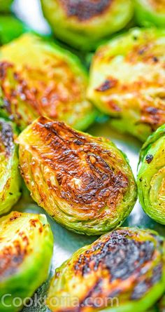 Fork-tender Pan Fried Brussel Sprouts ready in 15 minutes. It makes a perfect side dish for any occa Brussel Sprout Recipe Pan, Pan Fried Brussel Sprouts, Cooking Brussel Sprouts, Brussels Sprouts, Healthy Vegetable Recipes, Sprout Recipes, Healthy Snacks, Paula Deen, Pain Artisanal
