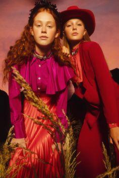 Las mujeres de Valentina Karnoubi desfilan en Bafweek / Blocdemoda.com   Cultura Moda Santiago Artemis, Women Wear, Sari, Crown, Suits, How To Wear, Fashion, Hair Bows, Seasons