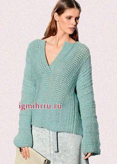 Теплый мягкий пуловер мятного цвета с планкой поло и узором из обвитых петель. Вязание спицами