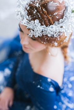 winter bride - photo by Debbie Lourens http://ruffledblog.com/crisp-autumn-wedding-inspiration