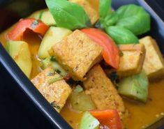 Curry tailandés de vegetales Guacamole, Mexican, Ethnic Recipes, Food, Rice Noodles, Chicken, Cooking Recipes, Thai Salads, Essen