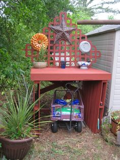 Nell' Stelzer's potting bench made from pallet boards