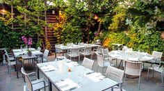 Chefi the Restaurant: Πιάνουμε θέση στην πανέμορφη αυτή αυλή στο Χαλάνδρι και παραγγέλνουμε έναν δροσιστικό ντάκο με γκασπάτσο ντομάτας, καρπούζι, ταπενάντ ελιάς, ξινομυζήθρα, ελαιόλαδο και φρέσκο δυόσμο! Outdoor Furniture Sets, Outdoor Decor, Restaurant, Table Decorations, City, Summer, Home Decor, Summer Time, Decoration Home