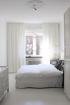 Sunlight, white and light colors, the floor (no carpet) and the long white curtains make this bedroom look big.   gardin takskena - Sök på Google