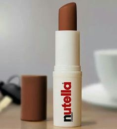 nutella, lipstick, and chocolate resmi Gloss Labial, Wallpaper Iphone Love, Iphone Wallpapers, Makeup Wallpapers, Lipgloss, Makeup Storage, Beauty Make Up, Lip Balm, Best Makeup Products