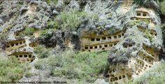 Excursión a las Ventanillas de Combayo, antiguo cementerio en Cajamarca.  El cementerio más antiguo del Perú son Las Ventanillas de Combayo o también llamada La Necrópolis de Combayo, con más de 3500 años de antigüedad y ubicada a una altura de 3 mil metros sobre el nivel del mar, en el Cerro San Cristóbal, en la región de Cajamarca.