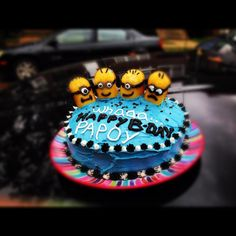 Easy to make minion cake using twinkies