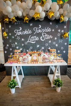 This gorgeous Twinkle Twinkle dessert table would be perfect for a baby shower or first birthday party! Party Knaller, Ballon Party, Star Party, Baby Party, Shower Party, Baby Shower Parties, Ideas Party, Unique Party Themes, Unique Baby Shower Themes