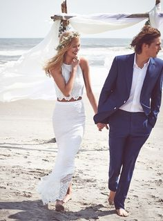 eye-catching Stylish Beach Wedding Groom Attire : 100+ Cool Ideas https://bridalore.com/2017/07/03/stylish-beach-wedding-groom-attire-100-cool-ideas/ #WeddingCrowns #luxuryvanitory