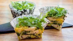 Sunn omelettmuffins med spinat og kylling Omelette, Clean Eating Recipes, Fresh Rolls, Salmon Burgers, Scones, Sandwiches, Picnic, Berries, Brunch