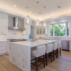 Jovial Studios Brentwood New Traditional Los Angeles California. Luxury Kitchen Design, Kitchen Room Design, Kitchen Cabinet Design, Luxury Kitchens, Home Decor Kitchen, Interior Design Kitchen, Home Kitchens, Tuscan Kitchens, Cuisines Design