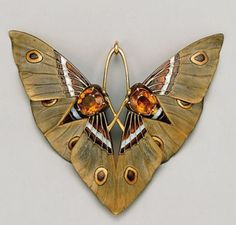 fawnvelveteen: Art Nouveau Moth pendant by Lucien Gaillard circa Composed of gold champlevé enamel citrines and carved horn. fawnvelveteen: Art Nouveau Moth pendant by Lucien Gaillard circa Composed of gold champlevé enamel citrines and carved horn. Bijoux Art Nouveau, Art Nouveau Jewelry, Jewelry Art, Gold Jewelry, Vintage Jewelry, Fine Jewelry, Jewelry Design, Vintage Art, Art Nouveau Ring