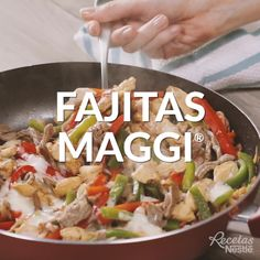 No dejes de preparar estas Fajitas de pollo con MAGGI®No dejes de preparar estas Fajitas de pollo con MAGGI® Healthy Dinner Recipes, Mexican Food Recipes, Fun Recipes, Cupcake Recipes, Kitchen Recipes, Cooking Recipes, Budget Cooking, Cooking Games, Cooking Classes