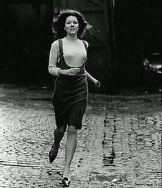 Diana Rigg, actriz inglesa que fue considerada un chica Bond. Actualmente interpreta aOlenna Tyrell, la Reina de Espinas en la serieGame of Thrones.