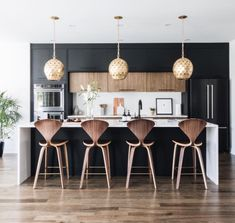 Modern Kitchen Interior Remodeling Fall Interior Trend: Bold, Rich AccentsBECKI OWENS - Check out how these spaces combine clean whites with moody accents to create a room that feels sophisticated yet inviting, and perfect for fall. Modern Farmhouse Kitchens, Black Kitchens, Home Kitchens, Rustic Farmhouse, Autumn Interior, Home Interior, Interior Architecture, Interior Paint, Interior Decorating