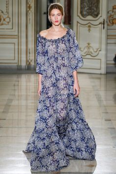 Luisa Beccaria Spring 2016 Ready-to-Wear Collection Photos - Vogue Fashion Week, Runway Fashion, Spring Fashion, High Fashion, Fashion Show, Fashion Design, Women's Fashion, Fashion Trends, Luisa Beccaria