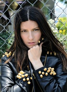 Laura Pausini makes the sign : the master of the second veil in freemasonry , also known as the hidden hand. Ephesians 5 11, Singing Contest, Pop Rock Music, Maria Callas, Freemasonry, Pop Singers, Pop Rocks, Record Producer, Music Artists