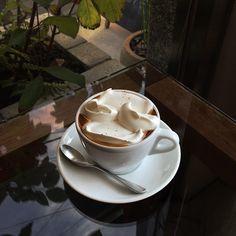 Tea, Coffee, and Books: Photo Coffee Shop Aesthetic, Aesthetic Food, But First Cofee, Coffee Photography, Food Photography, Kawaii Cooking, Coffee Love, Coffee Coffee, Drinking Tea