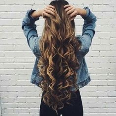 These tips for achieving beautiful hair are amazing! Whether your hair is color-treated, curly, straight or wavy, these 10 tips for achieving beautiful hair will definitely help with those dry damaged strands! Natural Hair Styles, Long Hair Styles, Great Hair, Hair Day, Gorgeous Hair, Amazing Hair, Hair Looks, Pretty Hairstyles, Brunette Hairstyles
