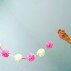 #pompom #valentinesdiy #valentinesgift #valentinesparty #valentinesparty #valentinesdecor #valentines #valentine #tity #party #partydecor #eventdesigner #eventdesign #eventplanning #eventplanner #love #withlove #garland #design #minimal #handamde #diy #craft #spain #zaragoza