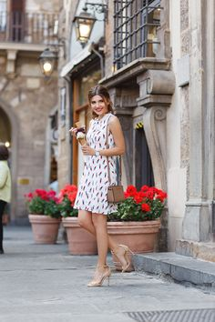 larisa costea, larisa costea blog, the mysterious girl, the mysterious girl blog, fashion blog, blogger, fashion, fashionista, it girl, travel blog, travel, traveler, ootd, lotd, outfit inspiration,look of the day,outfit of the day,what to wear, hotel, florence, firenze, florenta, italy, italia, tourist in florence, piazza de la republica, firenze center, piazza della signoria, ever pretty, ever-pretty.com, bridesmaid dresses, cheap dresses, discount code, 30% off, lipstick print, midi…