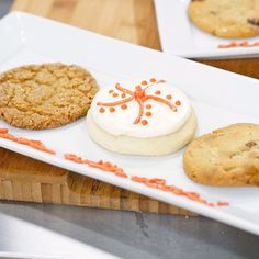 Molasses Krackle Cookies from Food Network Rolled Sugar Cookie Recipe, Pecan Cookie Recipes, Cinnamon Sugar Cookies, Cinnamon Chips, Pecan Cookies, Sugar Cookies Recipe, Dessert Recipes, Desserts, Molasses Recipes