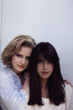 Jennifer Jason Leigh and Phoebe Cates in a Fast Times At Ridgemont High promo pic Beautiful Celebrities, Beautiful Actresses, Beautiful People, Beautiful Women, Phoebe Cates Fast Times, Linda Barrett, Jennifer Jason Leigh, Bridget Fonda, Hollywood