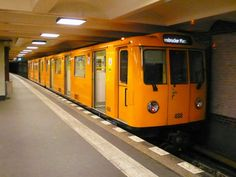 Kleinprofil U-Bahn 488 auf der U4 im Bahnhof Innsbruckerplatz am 09.10.08 S Bahn, 3d Artwork, Commercial Vehicle, Public Transport, Trains, Air Force, Transportation, Tourism, Nike Air