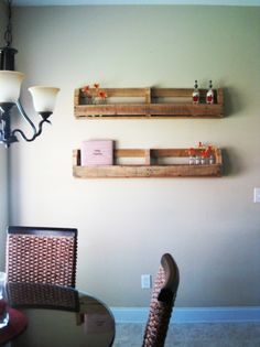 Country Pallet Shelves. Bookshelves in kids rooms