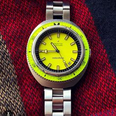 """This Zenith Diver Reference is a very rare vintage diver's watch. With its cool design, the """"Big Lemon"""" was definitely ahead of its times. The Zenith Diver owes its nickname to the large case and the """"tasty"""" lemon color of the dial and the bakelite . Timex Watches, Big Watches, Luxury Watches, Vintage Dive Watches, Seiko, Fashion Watches, Bracelet Watch, Cool Designs, Skin Diver"""