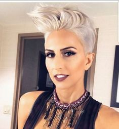 What is favorite part of this photo? Hair Makeup Accessory Or all of the above? Pixie Hairstyles, Cute Hairstyles, Hairstyle Ideas, Pixie Styles, Short Hair Styles, Pixie Faux Hawk, Short Sassy Haircuts, Long Pixie, Hair And Nails