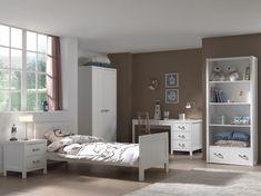 LEWIS Meuble de chambre 5 pièces - Blanc You are in the right place about attic Bed Room Here we offer you the most beautiful pictures about the Bed R White Bedroom Furniture, Home Bedroom, 5 Piece Bedroom Set, Bed With Posts, Large Shelves, 54 Kg, Bed With Drawers, Dcor Design, Bedroom Storage