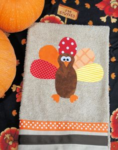 Thanksgiving Hand Towels (or any other holiday)-- A no-sew craft to make before guests come over for Thanksgiving dinner.
