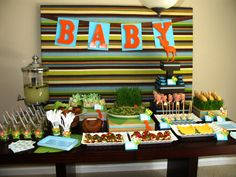 Love this baby shower idea! I think I'll keep this in mind for my sister-in-law when she finally gets her baby, and have more of a tiger/lion focus over the giraff because she's a fighter! Jungle Party, Safari Party, Baby Party, Baby Shower Parties, Baby Shower Themes, Baby Shower Decorations, Shower Ideas, Jungle Theme, Jungle Safari