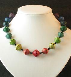 Halsketten aus Papierperlen, bis 60 cm Länge