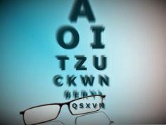 Penyebab miopia dapat bersifat keturunan (herediter), faktor lingkungan atau ketegangan visual. Faktor herediter pada miopi pengaruhnya lebih kecil dari