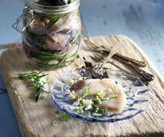 Salted cured skip jack tuna in oil by Greek chef Akis Petretzikis. Make your own salt cured and aromatic skip jack tuna with fresh herbs and virgin olive oil. Organic Recipes, Raw Food Recipes, Fish Recipes, Ethnic Recipes, Fresh Herbs, Fresh Fruit, The Fish Market, Nutrition Chart, Food Hacks