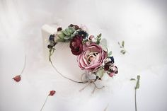 Bridal Flower Comb combines natural elements such as a cotton ball, succulents, eucalyptus leaves, berries in Mauve Dusty Rose Burgundy Lilac Green colors. This elegant Asymmetric Flower Headband is absolutely gorgeous. Size: Adjustable to fit both kids and adults Materials: faux flowers,