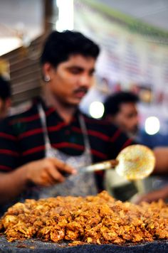Street Food, Mosque Road in Bangalore, India World Street Food, Comida India, India Street, Indian Street Food, India Food, Indian Food Recipes, Indian Snacks, Foodie Travel, Food Truck