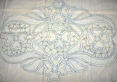This could be interesting translated into a penny rug or wool applique. Zsinórcsipke mintája Romanian Point Lace pattern from Hungary Bobbin Lace Patterns, Crochet Stitches Patterns, Macrame Patterns, Crochet Motif, Free Crochet, Cutwork Embroidery, Vintage Embroidery, Embroidery Stitches, Embroidery Patterns