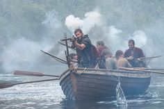 Billy Bones (Tom Hopper) joined the Governor and his British soldiers who were killing the pirate crew that abandoned the burning ship. Pirate Art, Pirate Life, Black Sails Billy Bones, Billy Black, Black Sails Starz, Charles Vane, Golden Age Of Piracy, Tom Hopper, British Soldier