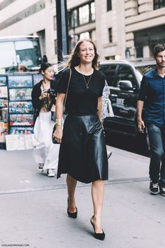 New_York_Fashion_Week-Spring_Summer-2016--Street-Style-Jennifer_Neyt-Midi_Skirt-Total_Black_Look-