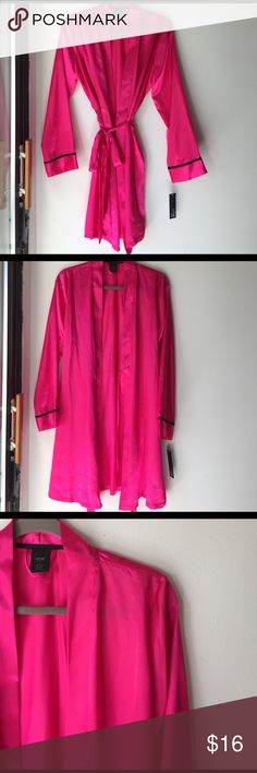 Magenta Silk Robe Sweet and sexy silk robe in a hot pink/magenta color. Size medium. New with tags from Apt 9 (Kohls) 📬Fast Shipping📬 🥂10% off 2+ items🥂 Apt. 9 Intimates & Sleepwear Robes