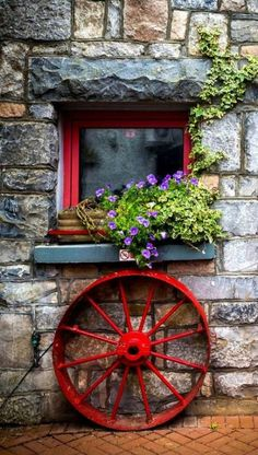 Doorway to a cottage in Galway, Ireland. ❤-M Photography by: Steve Sinnock