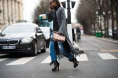 30 Photos of Fashion People on Their Phones | StyleCaster
