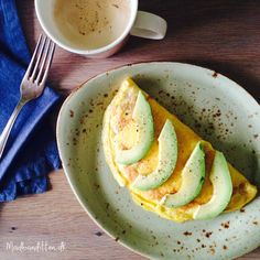 Crispy cheese omelet with avocado - LCHF Paleo Recipes, Cooking Recipes, Paleo Food, Lchf, Keto, Omelet, Avocado, Food Porn, Food And Drink