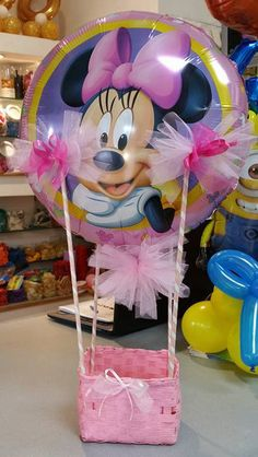 Balloon decor with themed balloon with basket empty for 18 years first birthday christening wedding graduate fellowship - Mondo Della Decorazione Mickey Mouse Decorations, Balloon Decorations, Birthday Decorations, Balloon Shop, Balloon Gift, Balloon Basket, Candy Bouquet, Balloon Bouquet, Kids Gifts