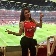 Root for these girls, they have team spirit Photos) Hot Football Fans, Football Girls, Arsenal Football, Soccer Fans, Soccer Girls, Female Football, Arsenal Fc Players, Worlds Beautiful Women, Stunning Girls