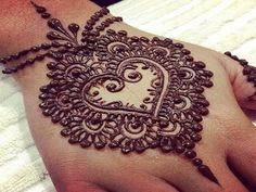 Simple-and-beautiful-mehndi-designs-free-hd-wallpapers